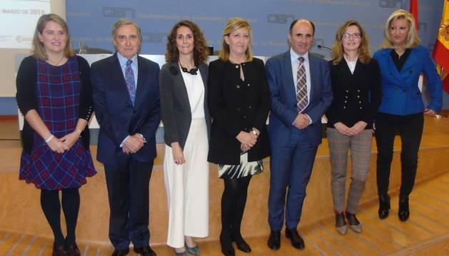 foto de Elisa Genua, José Antonio Sarría, Gabriela Uriarte, María Victoria Vidaurre, Manu Ayerdi y Mayte Irisarri, participaron en la jornada