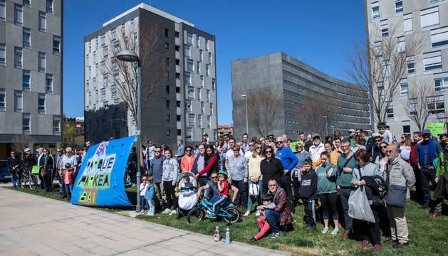 Foto de familia de la tercera concentración del barrio de Erripagaña (zona Pamplona) este marzo.