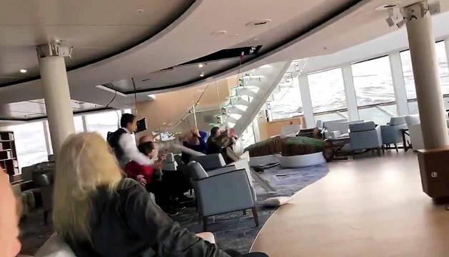 Fotos de la evacuación crucero noruego 'Viking Sky'