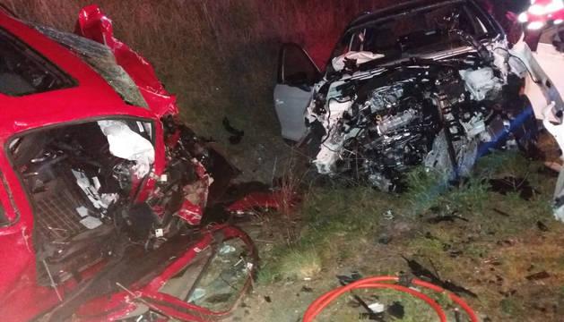 Estado en el que han quedado los dos vehículos implicado en el accidente en la N-121 en Olite.