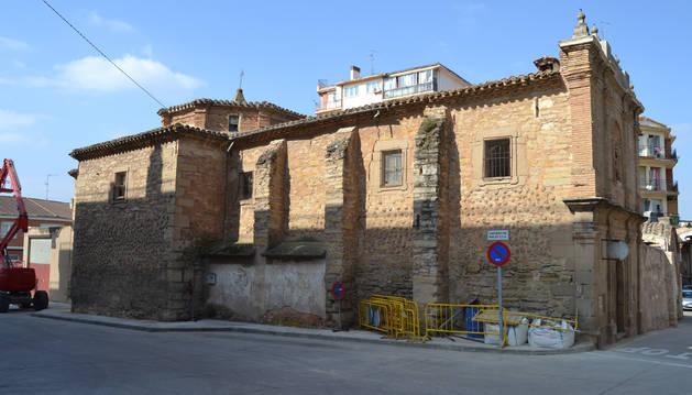 La retirada de la espadaña y el arco han permitido abrir al tráfico la calle Mayor.