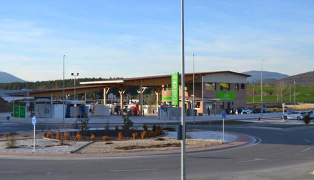 Gasolinera Grupo AN en Sarriguren, situada en la avenida de la Unión Europea, en la rotonda junto a McDonald´s y Mercadona.