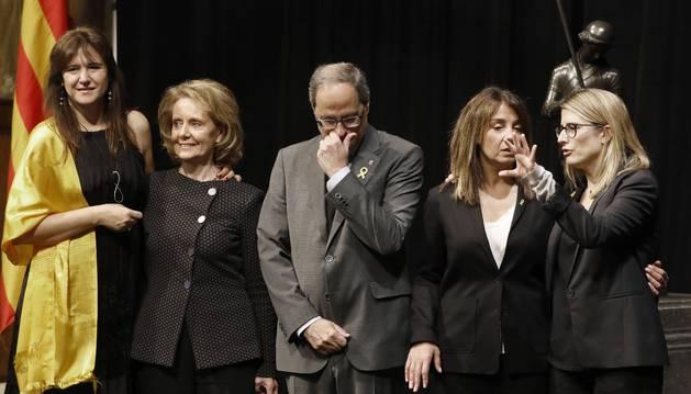 Foto del presidente de la Generalitat, Quim Torra, con las nuevas conselleras de Presidencia, Merixell Budó (2d), que sustituye a Elsa Artadi (d); y de Cultura, Mariàngela Vilallonga (2i), que sustituye a Laura Borràs (i).