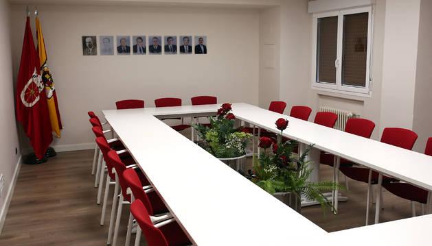 Foto de la sala de juntas de la renovada Federación Navarra de Fútbol.