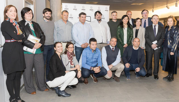 foto de Emprendedores y autoridades que asistieron a la presentación de la cuarta edición del programa Orizont en la Ciudad Agroalimentaria de Tudela.