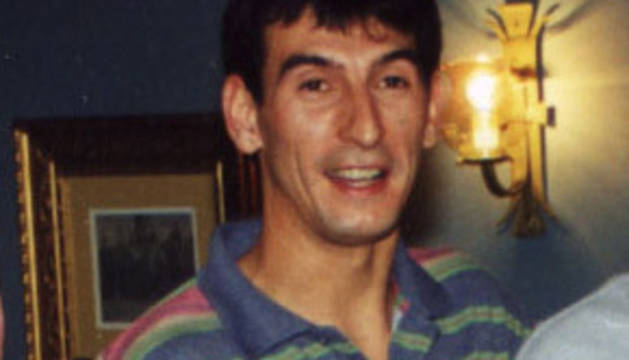 Rafael Larrea, aficionado al fútbol y ajedrez; Adrián Urabayen trabajaba en VW