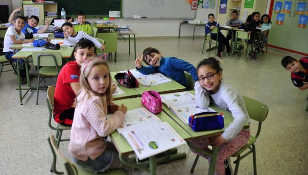 Alumnos del colegio público San Miguel de Larraga durante una clase.