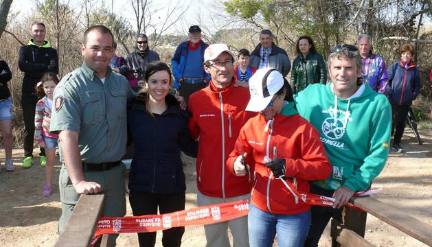 Foto de Enrique Pérez (Guarda Rural), Marta Rández (coordinadora del proyecto), y Antonio Peña, Cristina Gallo y Juan Luis Echarri, de Biciclistas de Corella.