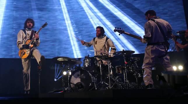 El Navarra Arena sonó ayer con Izal, la banda del pamplonés Mikel Izal Luzuriaga, que llegó al polideportivo pamplonés con su gira Autoterapia, con la que tiene dos fechas la semana que viene el el Wizink de Madrid, una de ellas con todo el billetaje vendido. Cerca de 6.000 personas siguieron el espectáculo, basado en el último disco de estudio de la banda, el cuarto del grupo. Durante más de dos horas de concierto,  ofrecieron un espectáculo renovado en lo visual y en el repertorio. La gira Autorerapia comenzó el pasado 23 de febrero en La Coruña y se prolongará, al menos, hasta septiembre, con fechas en España y otros países europeos