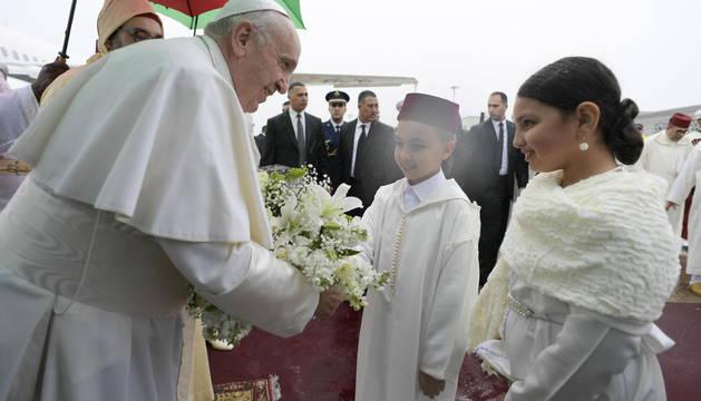 El Papa afirma en Marruecos que la inmigración no se resuelve con
