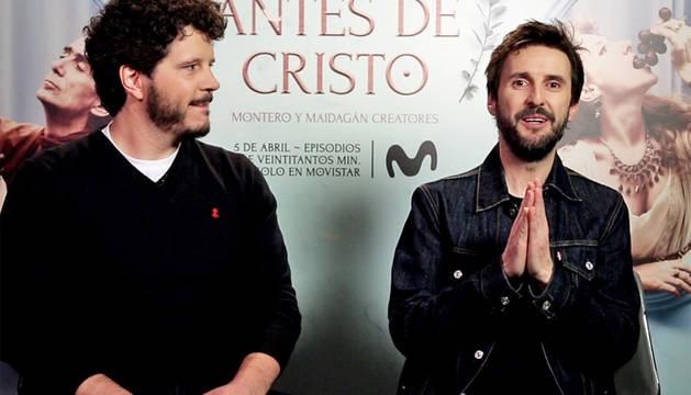 Julián López (dcha.) durante la entrevista de presentación de la serie 'Justo antes de Cristo'.