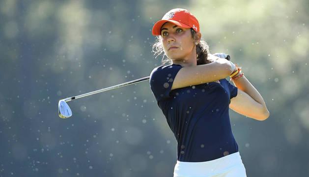Elena Hualde compagina sus estudios de Ingeniería en la Universidad de Auburn con su carrera deportiva en el golf.