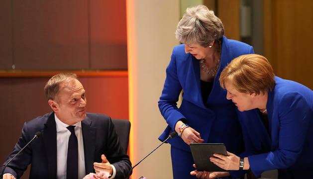 De izda. a dcha., el presidente del Consejo Europeo, Donald Tusk, la primera ministra británica Theresa May y la canciller Angela Merkel.