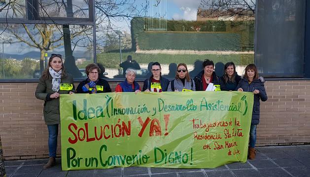 Trabajadoras de la residencia de San Martín de Unx pidieron en Cizur seguir negociando el convenio.