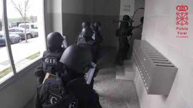Operación policial de Policía Foral en el barrio de Lezkairu