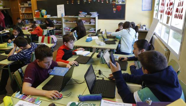 Alumnado del CP Luis Gil durante una clase.