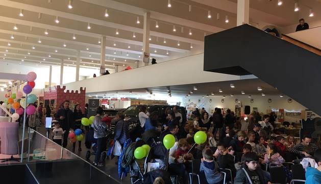 Cientos de personas inauguran un Expofamily lleno de planes para toda la familia en Baluarte