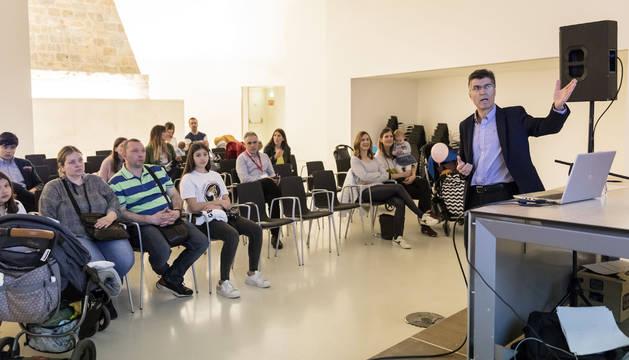 Alfredo Resano, alergólogo de la Clínica San Miguel,en la charla de Expofamily