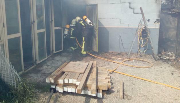 Los bomberos han hallado a los perros muertos tras sofocar el fuego
