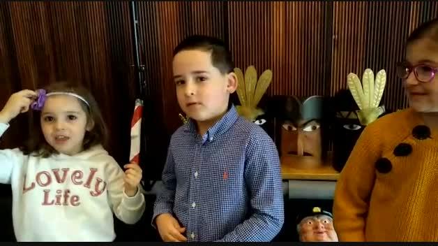 Los niños toman el micro en Expofamily
