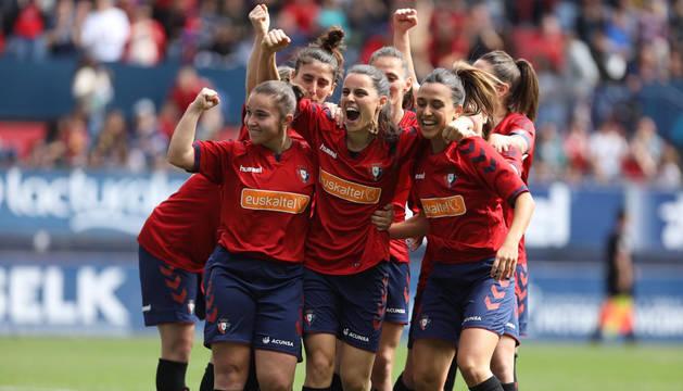 Las jugadoras rojillas celebran el gol de Mirian Rivas.