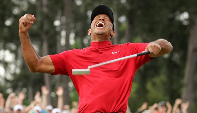 Tiger Woods celebra su triunfo en el Masters de Augusta.