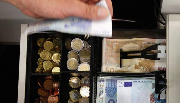 Tres detenidos por el robo con fuerza en una cafetería de Pamplona