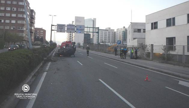 Imagen del accidente ocurrido en la avenida Navarra.