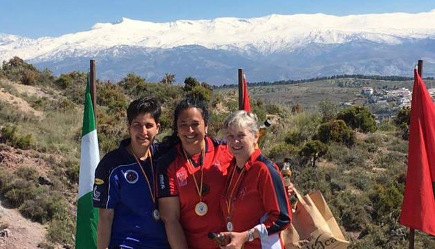 Las navarras Encarna Garrido (1ª) y Ana Leache (3ª), en el podio.