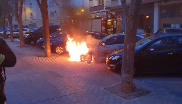 Los fuegos se han producido en la calle Monasterio de Alloz de San Juan, en la calle Guelbenzu de La Milagrosa y en la calle Río Alzania, de Azpilagaña