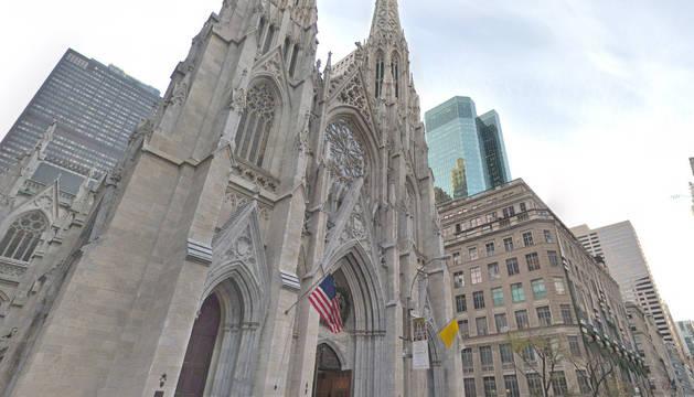 Detenido tras entrar en la catedral de Nueva York con dos bidones de gasolina