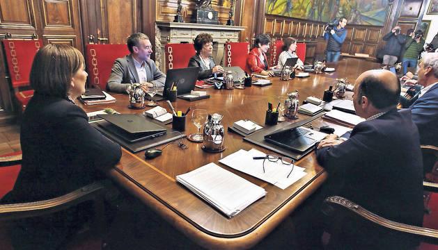 El Gobierno de Navarra, reunido en una de sus sesiones semanales, el pasado enero.