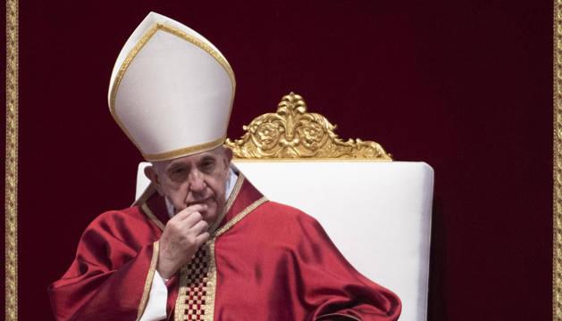 foto de El papa Francisco preside los ritos de Viernes Santo en el Vaticano
