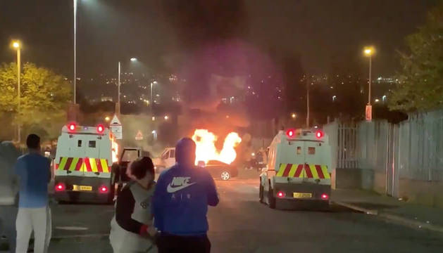 Muere una periodista por disparos en Londonderry en una acción