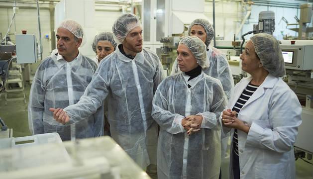 Visita de los candidatos de la coalición Navarra Suma a la empresa 'Pan Barcos' en Peralta.