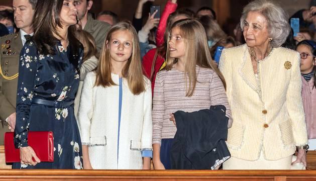 Los reyes, sus hijas y doña Sofía, en la misa de Pascua en Palma