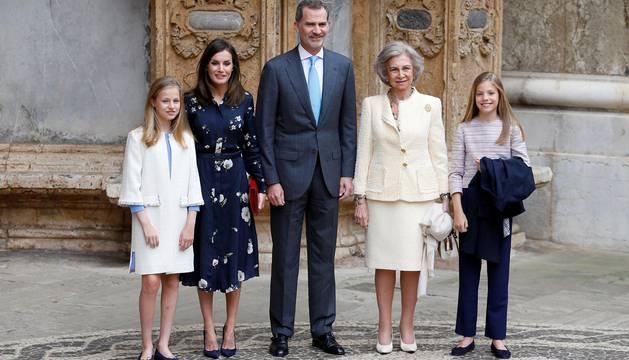 Hace un año los informadores gráficos recogieron un momento de tensión entre la reina Letizia y doña Sofía por una foto con las hijas de los reyes