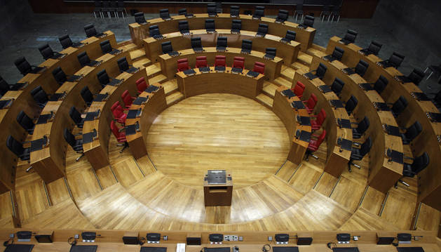 Vista del hemiciclo del Parlamento de Navarra vacío, donde tomarán asiento los elegidos el próximo 26 mayo.