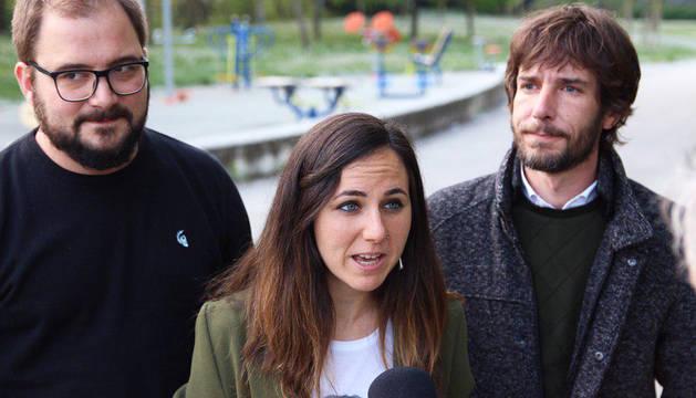 Ione Belarra y Mikel Buil durante las declaraciones ante los medios este martes, 22 de abril.