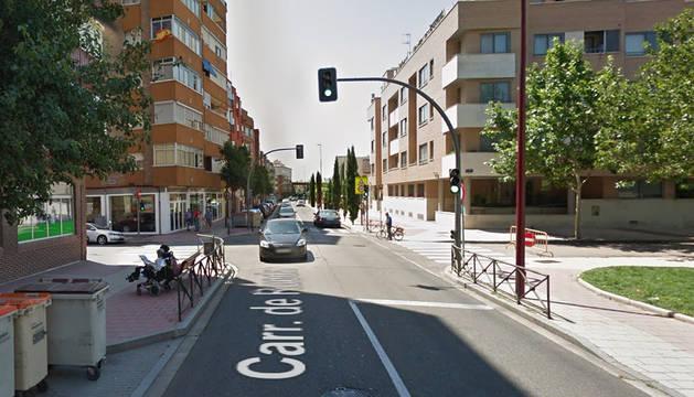 Semáforo de la calle Rueda de Valladolid donde localizaron al conductor dormido al volante del vehículo.