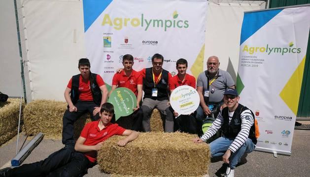 El equipo que representó a Navarra en los juegos Agrolympics en Murcia: Rubén Yoldi, Gaizka Oyarzun, Ohian Moreno y Adur Tellextea (alumnos) y Florencio Niño, Aritz Fono y Miguel Castillo (profesores).