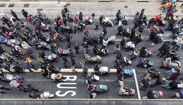 Manifestación del pasado mes de octubre de madres navarras tras la negativa del cuatripartito de devolver el IRPF de maternidad, algo que se ha hecho en toda España.