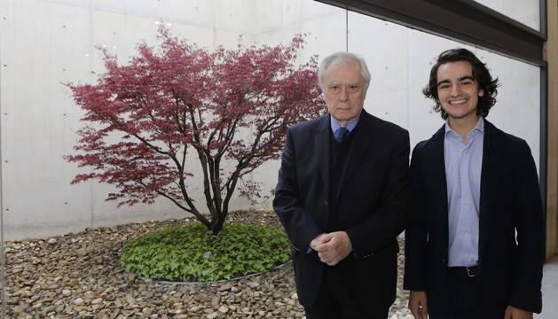 Javier Rupérez, exembajador de España en EEUU y la OTAN, en la UN junto a Miguel Carricas, organizador.