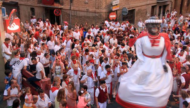 Imagen de un momento de 'El Gigantón', uno de los actos más emblemáticos de las fiestas de la Virgen de la Paz de Cintruénigo.