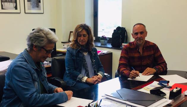 Educación firma el convenio con la Escuela Navarra de Teatro para el año 2019