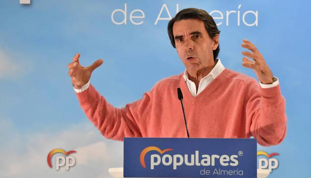 El expresidente del Gobierno, José María Aznar (PP), durante su intervención en un acto con militantes celebrado en el municipio almeriense de El Ejido.