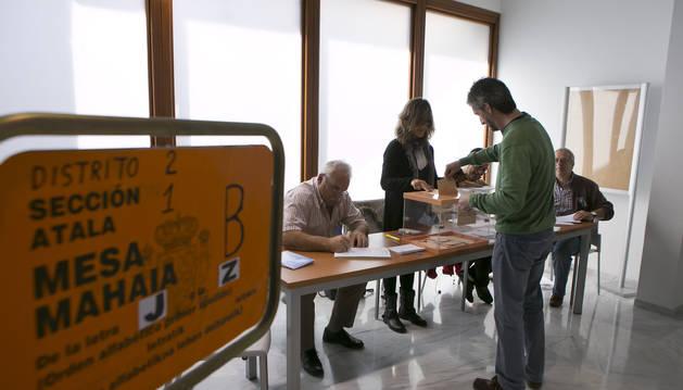 La imagen corresponde a las elecciones de 2015 en Aoiz.