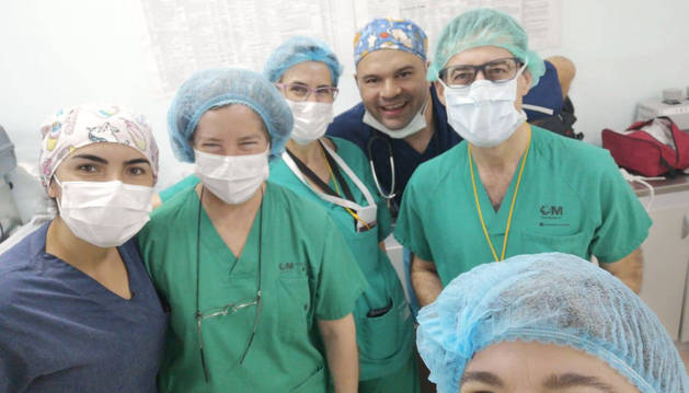 Cirujanos, pediatras y enfermeras de los hospitales Gregorio Marañón y La Paz de Madrid, en Paraguay.