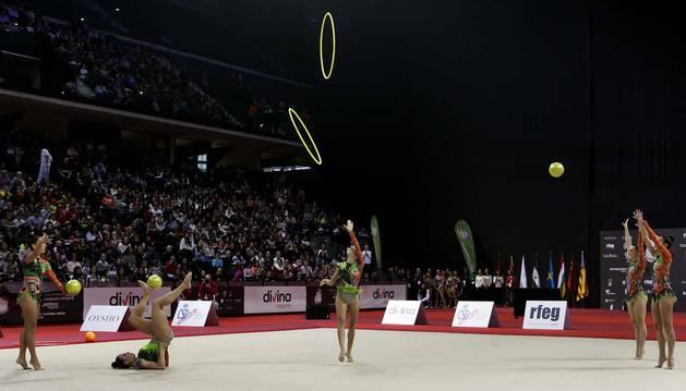 El conjunto del club Vallecas en una de las actuaciones en el Navarra Arena en diciembre.