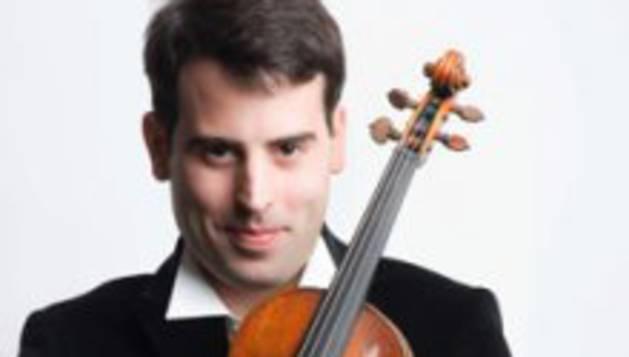 Imagen del violinista Amaury Coeytaux.